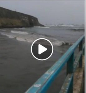 Se sale el mar en el puerto de Huacho (Video)